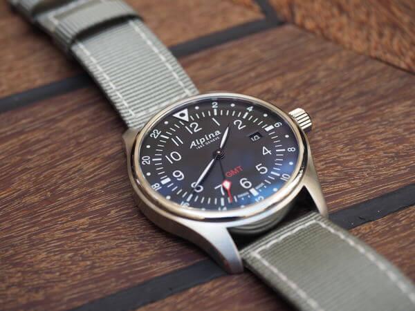 montre Alpina Startimer Pilot GMT - posee -montresdesign